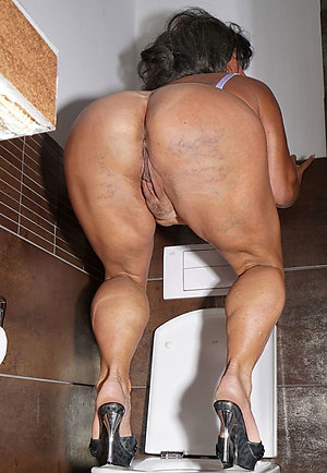 Free pic old mature naked