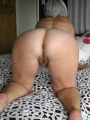Nude mature women showing buttholes