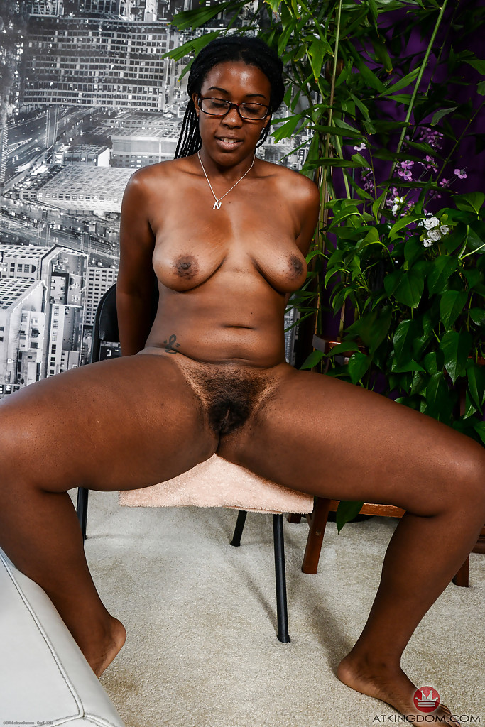 A black hairy pussy