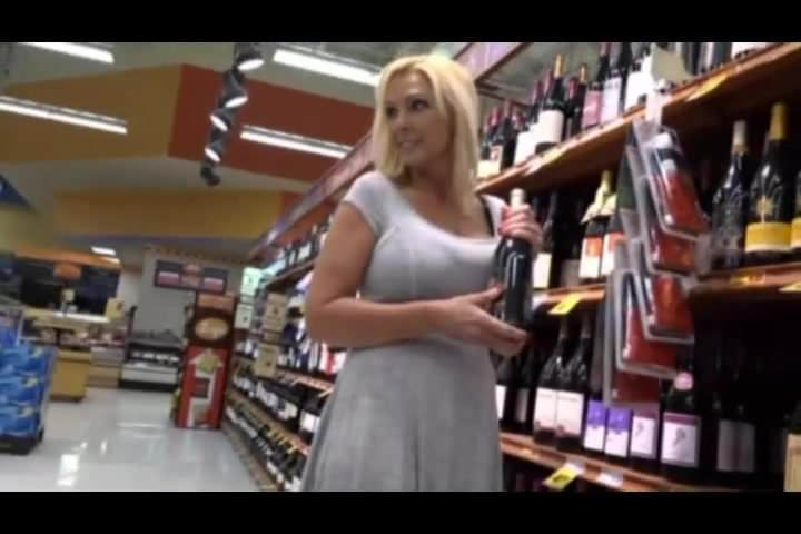 Mature cougar fucked in grocery store
