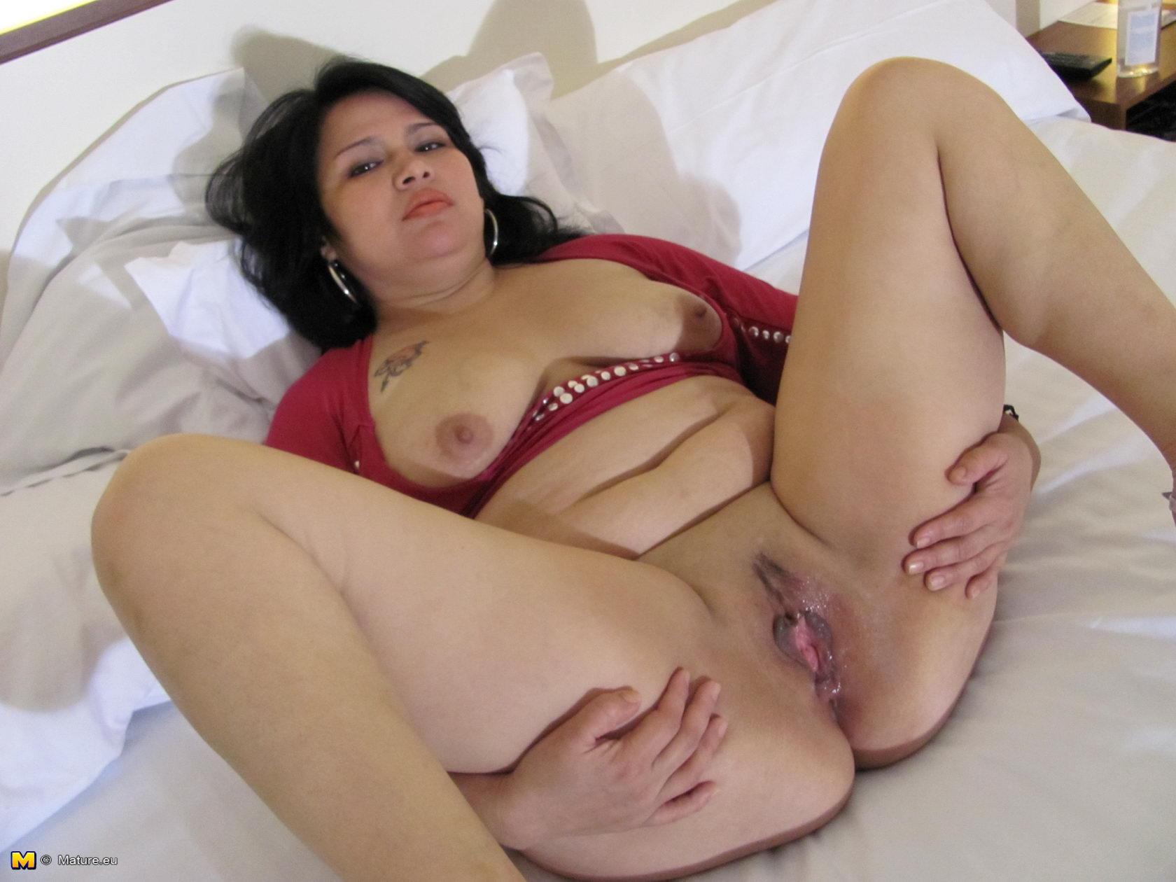 Smooth pussies of mature women